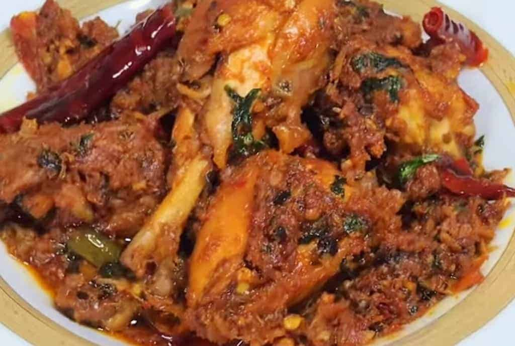 Chicken Bhuna Recipe – Spicy Chicken Tikka Bhuna