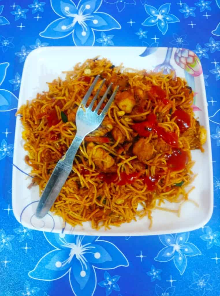 Chow Mein vs Low Mein – Difference Between Chow Mein and Lo Mein